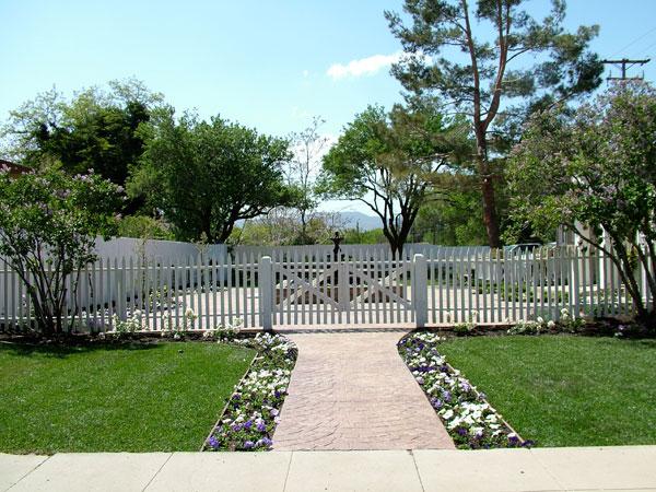 Jennifer 39 s terrace fence after terre verte landscape design for Terrace fence